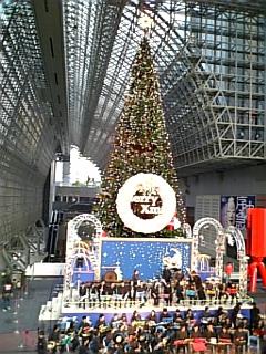 連休最終日の京都駅ビル