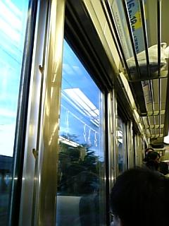 真新しい電車で帰宅中