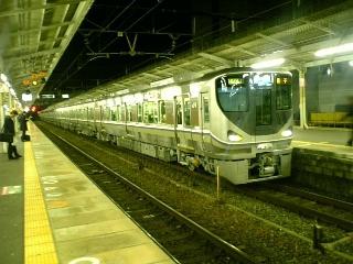 本日デビュー、225<br />  系電車