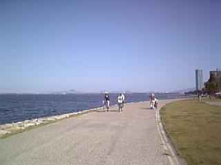 湖畔の昼下がり
